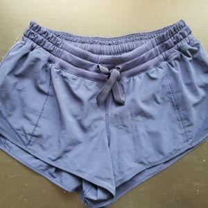 """Lululemon Hotty Hot 2.5"""" size 6 shorts"""